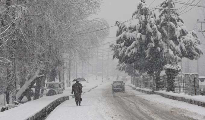 Snowfall in Himachal Pradesh, Jammu and Kashmir