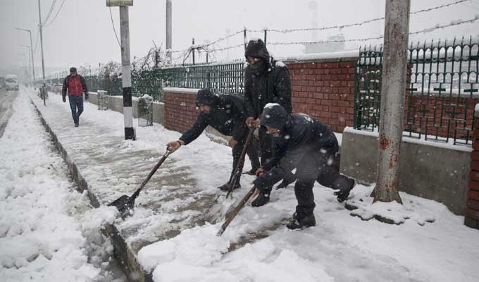 Snowfall in Himachal Pradesh, Jammu and Kashmir