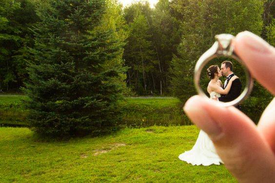 The Craziest and Most Creative Wedding Photos Ever (36 Pics)