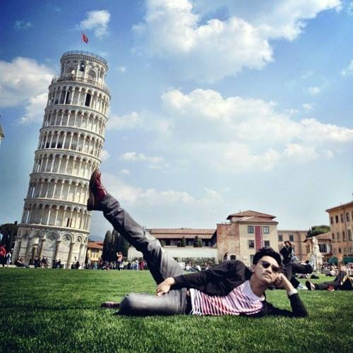 How to Pose with the Leaning Tower Of Pisa (40 Pics)