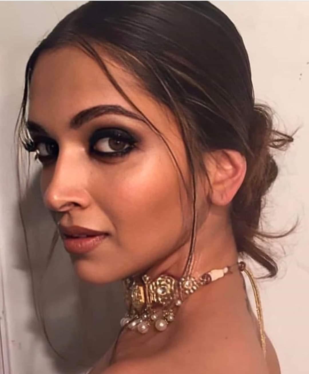 Celebrities Social Media Photos (100+ Pics)