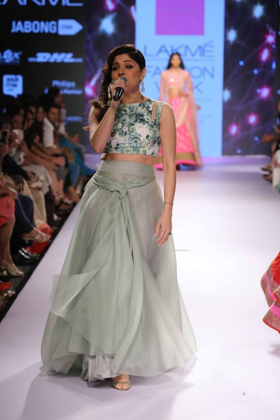 30+ Photos: Bollywood Celebrities at Lakme Fashion Week