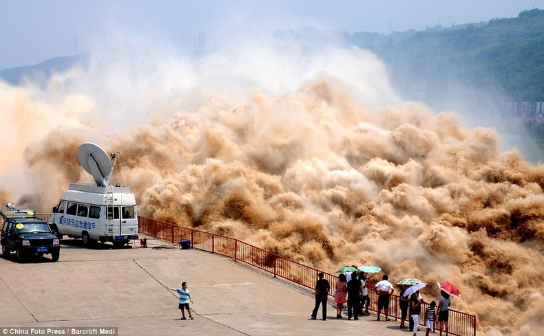 Annual Sand Washing Operation at Xiaolangdi Dam on Yellow River