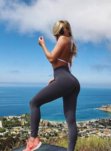 60+ Reasons To Love Yoga Pants!